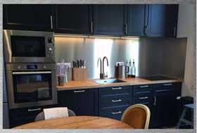 plaksteel zuschnitt von edelstahlplatten nach ma k chenr ckwand aus edelstahl. Black Bedroom Furniture Sets. Home Design Ideas
